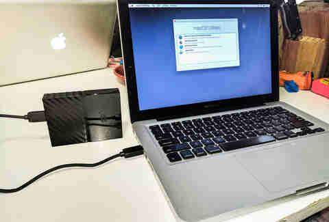 do applications follow a macbook restore